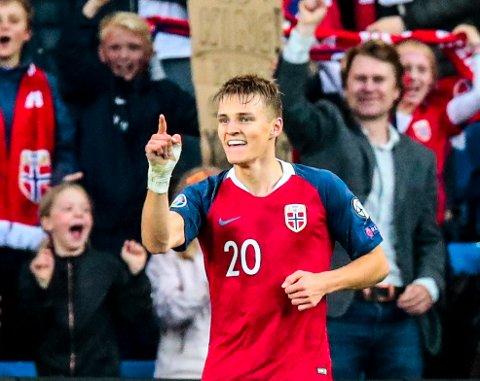 Martin Ødegaard, her etter å ha scoret for Norge mot Romania på Ullevaal stadion i juni, er kåret til månedens spiller i La Liga.