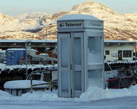 KALDT: Telefonsamtalar i iskalde telefonkioskar bygger karakter. Dagens ungdom har det for lett! Foto: Arne Hjorth Johansen