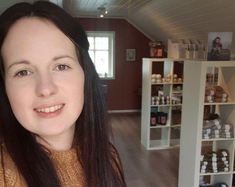 PÅ GARASJELOFTET: Linn Christin Fløholm (28) i Lavik har starta nettbutikk og fysisk butikk på garasjeloftet sitt, under namnet Fryd og Flid.