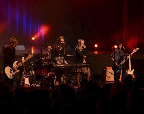 Medlemmene i Pink Slush er blant de yngste deltakerne. Men bandet mangler ikke erfaring, og deltok blant annet i fjor - da de like godt kvalifiserte seg til fylkesmønstringen i Bodø.