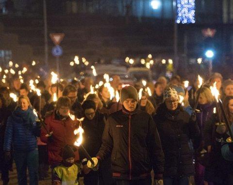 PROTEST: Anslagsvis 1.500 personer gikk i protesttog i november i fjor da fylket ville legge ned musikklinja i Narvik.