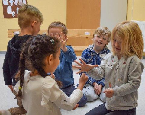 TROPPER PÅ: 41 skolestartere skal bli elever på Lillås skole til høsten. Denne uka har de fått sitt første møte med skolen.