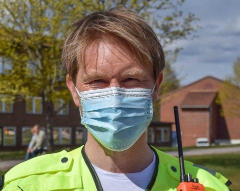 MEDISINMANNEN: De fleste i Horten har stilt seg i køen for å få vaksine, og kanskje får de møte Askil når de kommer for å få den.