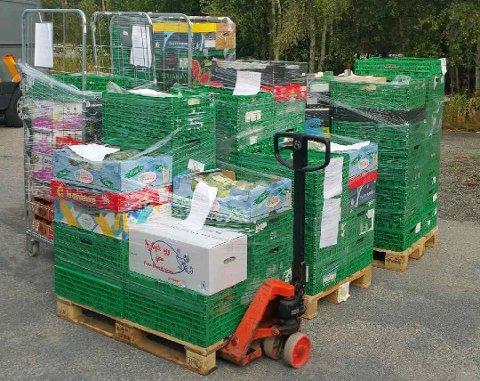 FOR TUNG: Disse varene måtte fjernes fra en norsk varebil.
