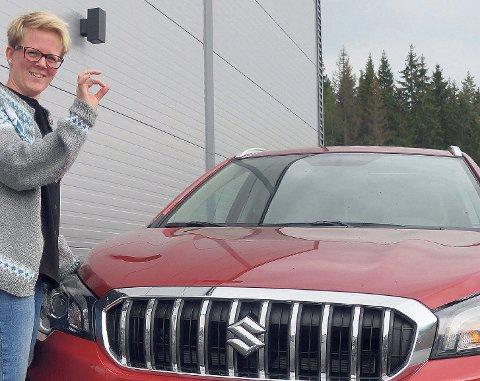 GOD START: Suzuki er bilmerket som troner øverst på nyregistreringsstatistikken for personbiler på Hadeland etter årets første måned. Trine Lise Olimb testet en av salgsvinnerne, nye S-Cross for Ifarta i september 2016