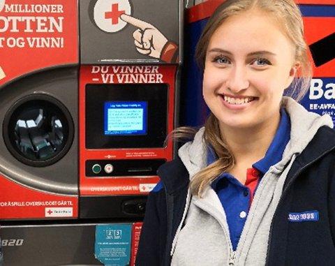 Celine Tøen Olsen (bildet) mottok telefonen fra Pantelotteriet om at en av deres kunder nettopp hadde vunnet én million kroner.