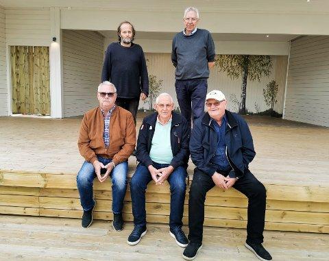 ARBEIDSLAGET: De har tilbragt mange timer på Marienlyst til sammen. Sittende fra venstre: Ole Langbråten, Rolf Granåsen og Jan Dyrud. Bak står Vidar Holterbakken (til venstre) og Håkon Skjervum.