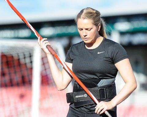 NYTT TILLØP: - Jeg jobber med å få et bedre tilløp, men sliter foreløpig litt med teknikken, sier Emilie Ingerø.