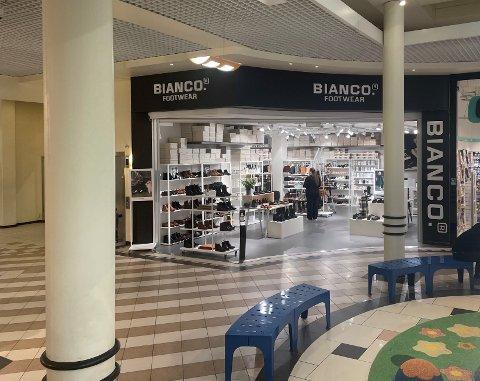 STENGER DØRENE: Bianco Footwear på Amanda Storsenter har vært der i en årrekke. Nå stenger skobutikken i første etasje dørene.