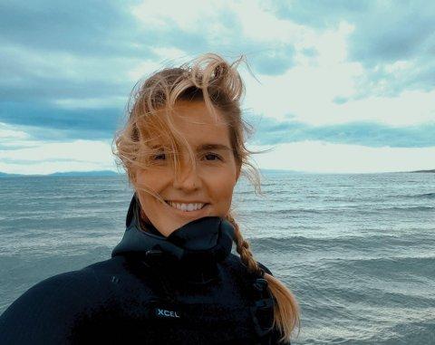 Julie Blakstad fra Hemnesberget var forberedt på en omstilling fra storbylivet i Oslo, men trives godt i Vadsø. - Det er likevel Helgeland som er hjemme, sier hun.