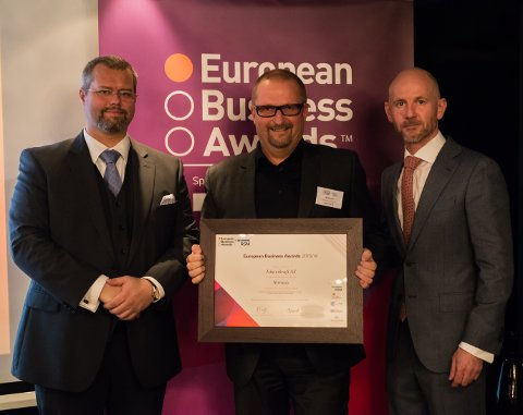 t.v. Kent Kvalvik Partner i RSM, i midten Stig A. Hanssen, Ishavskraft og til høyre Adrian Tripp, Chief Executive European Business Awards