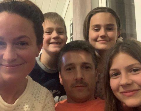 ÅPEN FAMILIE: Kine (t.v.), Jakob, Thomas, Selma og Nathea valgte en åpen profil da familien ble rammet av korona.