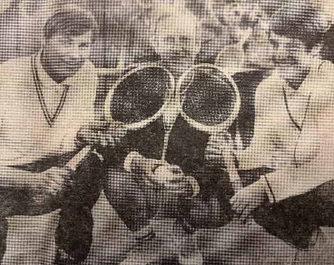 TENNIS: Christian Aas flankert av instruktørene Sverre Lie jr. (til venstre) og Carl Otto Grünert.