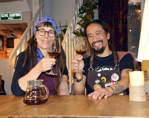 Årets beste: Budhas kaffe och rosteri ble kåret til Sveriges beste kaffebar i 2017. Budhas Sutedja og kona, Katarina Johansson.
