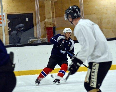1: Jarle Svendsen (51) har over 600 ishockeykamper på merittlista. Og han har ingen planer om å gi seg.
