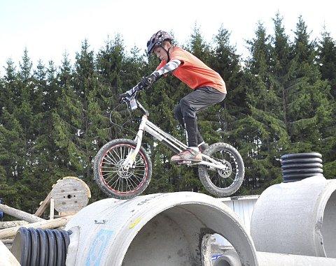 KONSENTRERT: Det krever stor konsentrasjon for å utøve stunt som dette fra Jonas Wian.