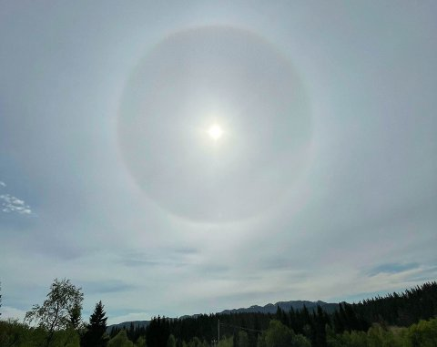 SOLRING: En solring kalles både halo og korona. Denne ble sett i Øyfjell i Vinje på lørdag.