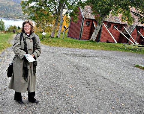 Biskop i Møre bispedømme, Ingeborg Midttømme, tror saken vil løses på en hensiktsmessig måte hvor tradisjon og historie ivaretas. Her er Midttømme avbildet på Kvernes ved en tidligere anledning.