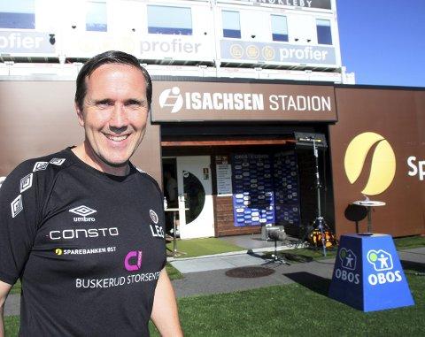 I Mjøndalen: Øyvind Leonhardsen trives i rollen som hjelpetrener og spillerutvikler i Mjøndalen, men kristiansunderen var skuffet fordi det ikke ble seier mot Nest-Sotra tirsdag.