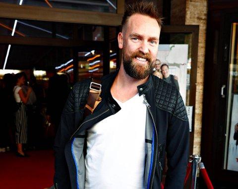 Komiker Ørjan Burøe er klar for Kristiansund og Kulturfabrikken førstkommende lørdag med sitt show «I karantene».