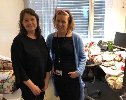 MANGE GAVER: Tverrfaglig koordinator Hilde Forsmo (til venstre) og kultursjef Hege Rui i Færder kommune har jobbet med julegave-prosjektet.