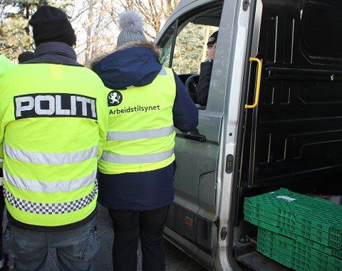 KONTROLL: Politiet og flere offentlige etater jobber sammen for å avsløre kriminalitet.
