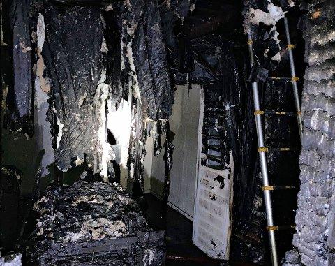HELT UTBRENT: Slik ser det ut i byggets andre etasje etter brannen.