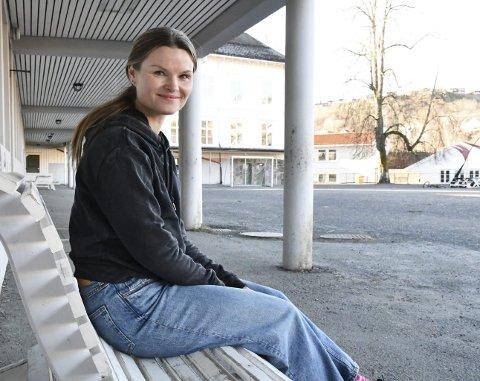 Monica Güttrup: Som sosiallærer på Tvedestrand skole kommer hun tett innpå elevene, og får enunik innsikt i hva det er som opptar dem. Foto: Olav LOftesnes