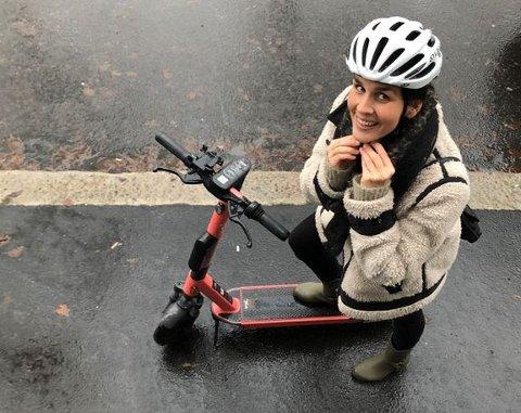 IKKE OVER 20 KM/T: Elsparkesykler regnes som bra for mikromobiltet i samfunnet. Spørsmålet er om personen målt til 60 km/t på gang- og sykkeveien i Nittedal i går var veldig opptatt av opptatt av samfunsnytten, eller samfunnsansvar.