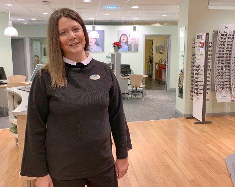 LEDERTALENT: Butikksjef på Specsavers i Tønsberg, Hanne Them-Enger, har i løpet av ett års tid gjort såpass stort inntrykk, at hun ble kåret til årets leder i brillekjeden.