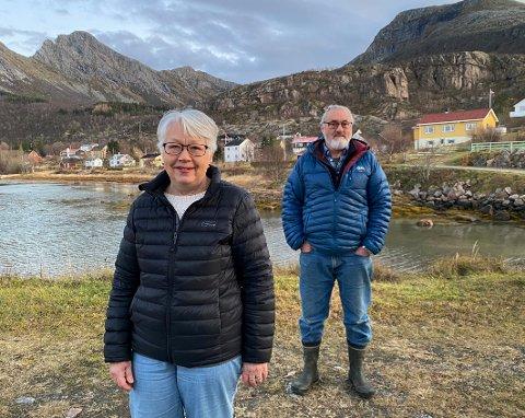 Utfordringer: Driften av vannverket på Nordskot byr på utfordringer både for styreleder Åshild Movik og Harald Nilsen når mobildekningen er nede. Nilsen er en av tre som deler på vaktholdet på vannverket.
