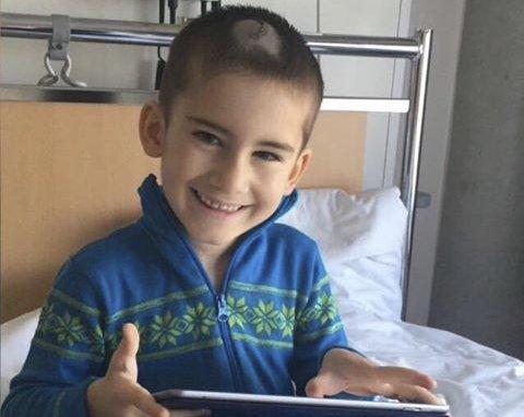 Djabrail (6) er livstruende skadet etter alvorlig sykehustabbe på Haukeland sykehus. Bildet ble tatt kort tid før han ble lagt i kunstig koma.