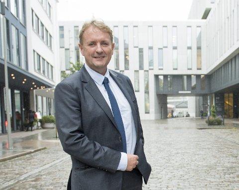 Avinor-sjef Helge Eidsnes ber byrådet ikke bygge ut andre ting i området hvor Flesland kan utvides i fremtiden. Foto: MAGNE TURØY