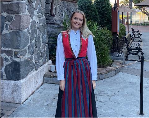 Jenny Basso (19) har jobbet i Disneyworld siden juli i fjor, og er på kulturutveksling i et år.