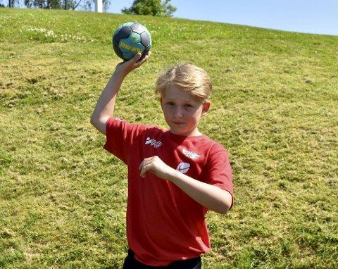 -  For å bli god i håndball, eller andre idretter, så kreves det mye innsats! sier Elias Slettemyr Bjordal (12).