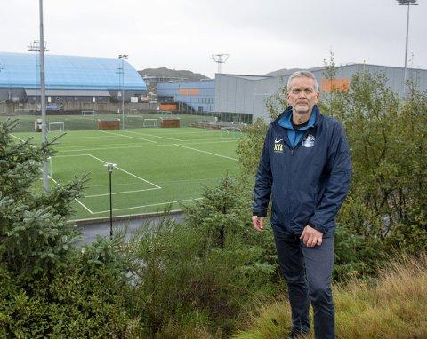 Dan Christensen i Sotra Sportsklubb mener politikerne har misforstått deres søknad for å oppgradere Straume Idrettspark. – Denne gangen må vi få hjelp fra kommunen for å klare det, sier Christensen.