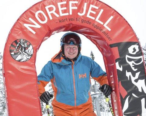 PASJON FOR NOREFJELL: Han begynte som aktivitetsleder ved Norefjell Ski & Spa.                       Etter hvert har han blitt ansvarlig for salg og marked. Alt gjør han med et stort hjerte for Norefjell.