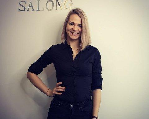 TO DAGAR: Lina Silgaliene fekk halde hennar nye salong i Førde ope i to dagar før koronakrisa kom.