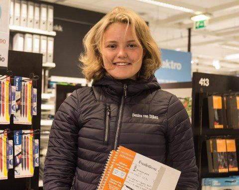 SISTE INNSPURT: Denice van Dijken var blant fleire som stryømde til butikkane laurdag. – Dette er siste innspurt før skulestart, seier ho.