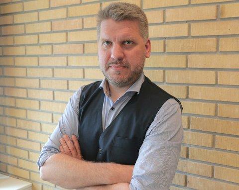 Marius Meisfjord Jøsevold mener mange av spørsmålene ikke hører hjemme i 2018.