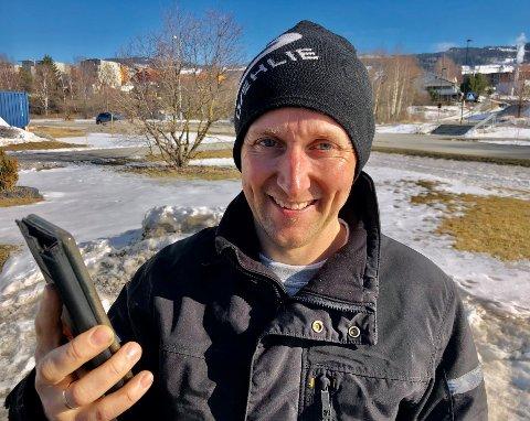 GLØDET: Telefonen til Kjell Ivar Kristiansen har glødet denne helga. Mange vil ha gratis ved.