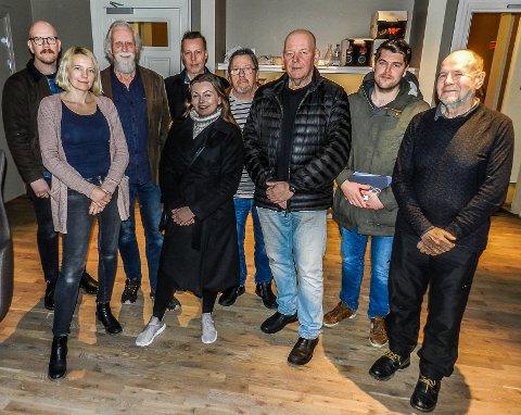 HELT ENIGE: Foran fra venstre: Arbeiderpartiets Solveig Østby Vitanza (utvalgsleder), Camilla Grettland (Frp) og Per Kristian Dahl fra Pensjonistpartiet. Bak fra venstre: Cato Lettenstrøm (A), Mons Hvattum (SV), Hans Christian Nygaard Wang (MDG), Roy Eilertsen (SV), Kristoffer Berger (Sp) og Rødts Anders Wingren.