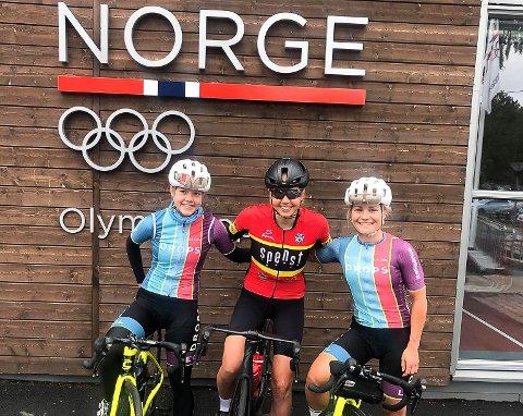 FOR NORGE: Elise Olsen, Ann Helen Olsen og Emilie Moberg fra Halden er alle på det norske landslaget i sykling.