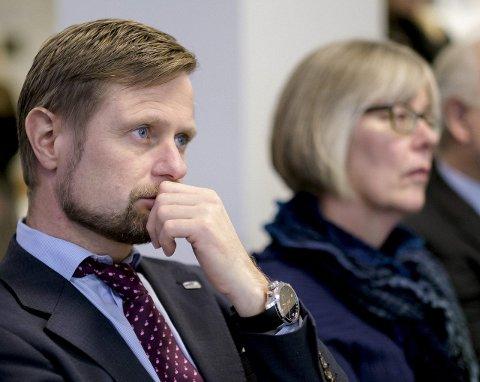 Helse- og omsorgsminister Bent Høie tok fredag imot utvalgets rapport om de akuttmedisinske tjenestene. Foto: Ole Gunnar Onsøien / NTB scanpix
