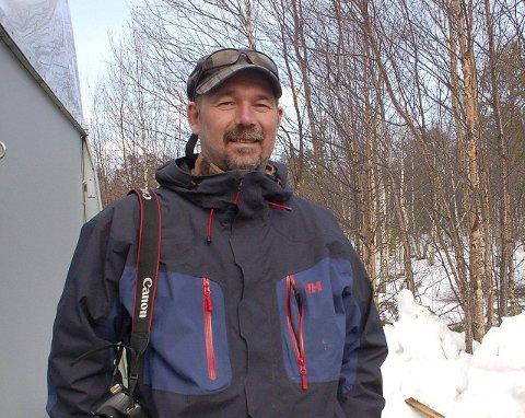 LIV: Yngve A. Beddari savner det livet og røren som Skogfoss skole hadde mens det var skole. Nå håper han lokale kjøper bygget.