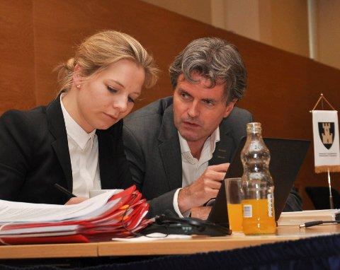 MANGE RUNDER: Fylkesadvokat Ada Molne Kjøllesdal og den juristutdannede fylkesrådmann Øystein Ruud har vært flittige brukere av rettssystemet de siste årene. Nå bør de legge frem hva dette har kostet.