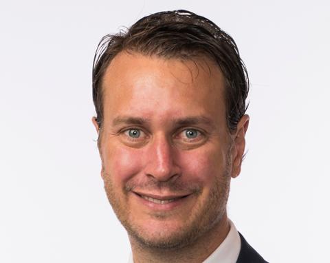 Norsk offshorenæring er nå definitivt gjennom krisen, skrvier Helge André Njåstadm (Frp).