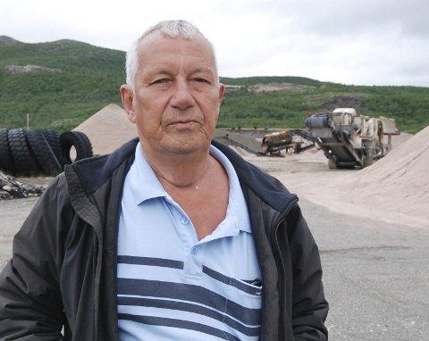 HAR ALT AV STEIN: Styreleder Arne Pettersen i aksjeselskapet med samme navn i Austertana, er sterkt kritisk til at de aldri fikk gi pris på steinleveranse til et prosjekt like i nærheten.