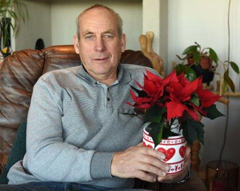 Steinar Rusten med juleblomen som etter hans meining burde gått til andre.