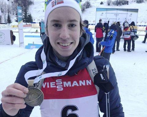 Satt til slutt: På den avsluttende jaktstarten under junior VM i skiskyting, tok Vetle Rype Paulsen Team Lier IL skiskyting bronsemedaljen til slutt. Etter en tøff kamp om medaljen med italienske Giacomel var det slutt Vetle som stakk av gårde med VM-bronsen.